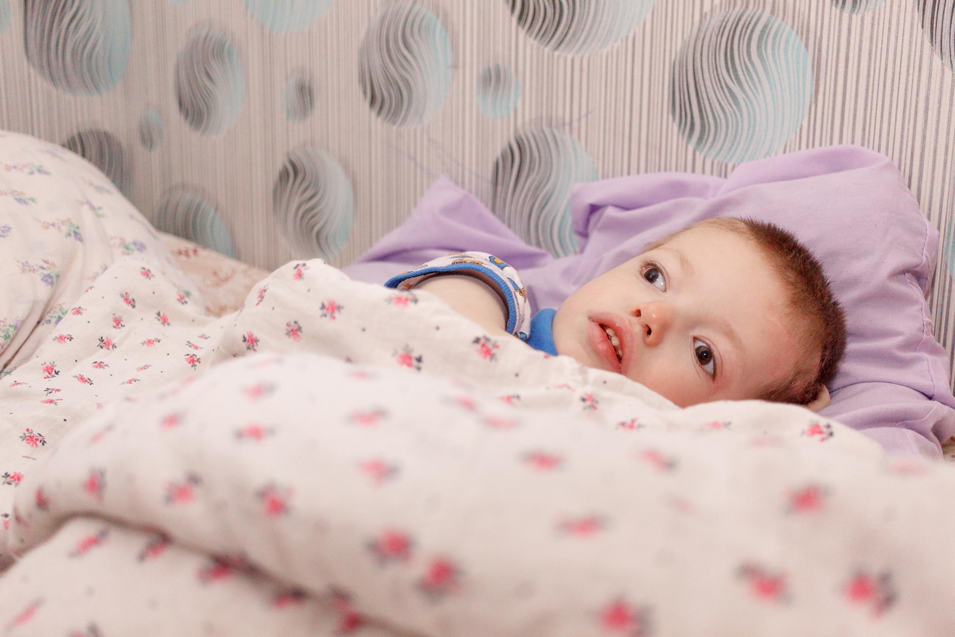 Первое время Гриша рос здоровым ребенком, а потом врачи диагностировали у него глубокое поражение центральной нервной системы