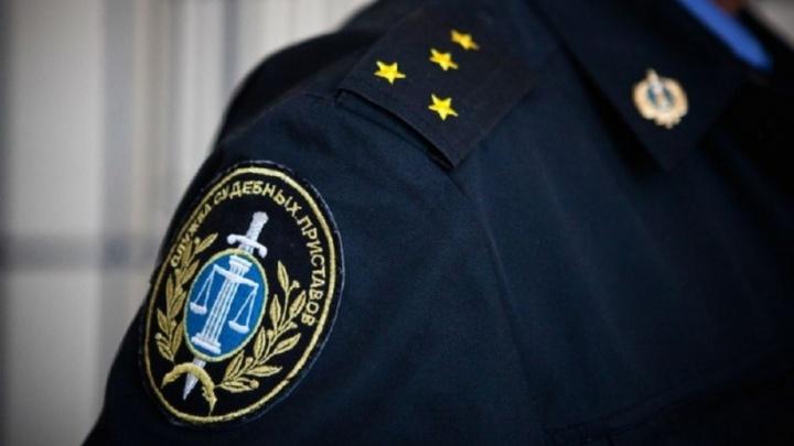 В Поморье судебного пристава заподозрили в лени и завели уголовное дело
