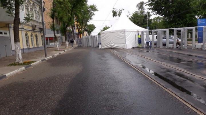 200 ячеек на 20 тысяч фанатов: около площади Куйбышева организуют камеры хранения