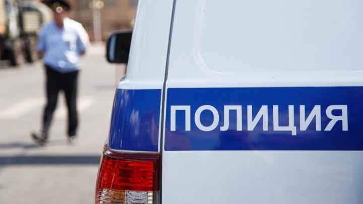 В Советском районе Волгограда пьяный дебошир протаранил две машины полиции