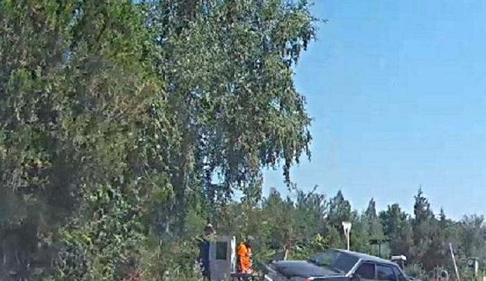 Автомобилист не справился с управлением и въехал в могилу на Северном кладбище