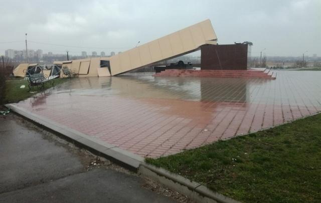В Ростовской области ветер сдул памятник