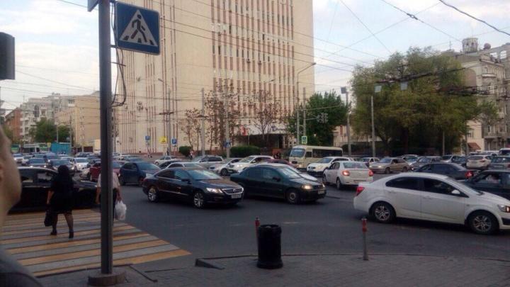 На Буденновском из-за неработающего светофора начался хаос