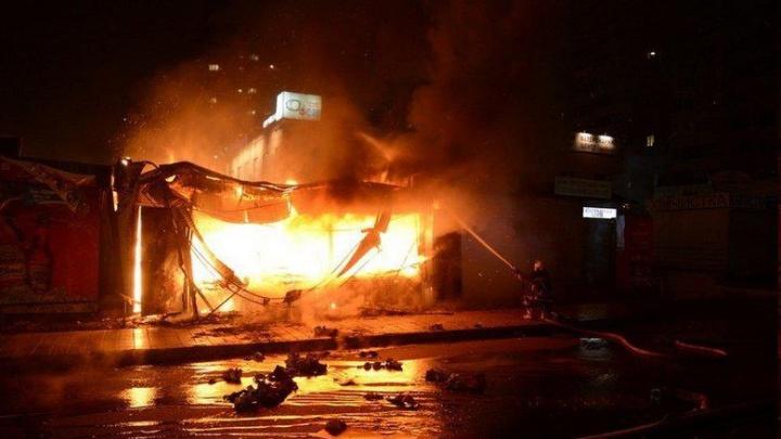 Пламя наступает: площадь пожара на рынке «Темерник» выросла до 6 тыс. кв. метров