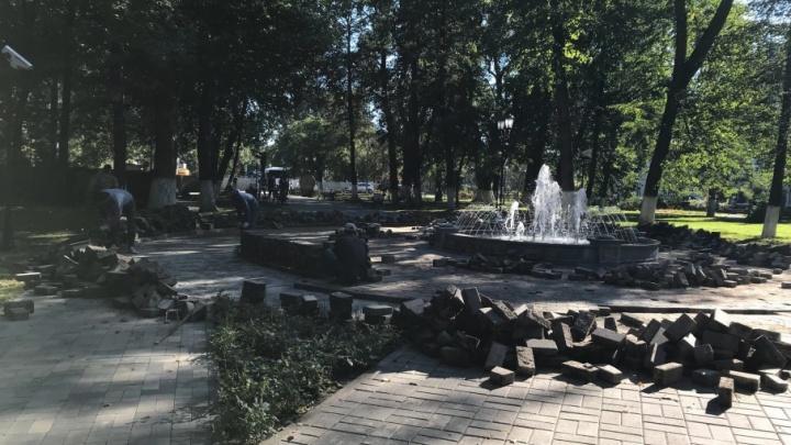 Подрядчику дали три дня на плитку в Демидовском сквере
