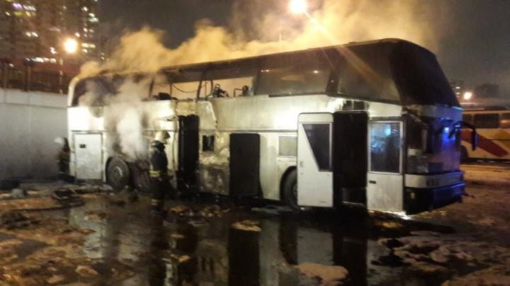 На ростовском автовокзале сгорел пассажирский автобус