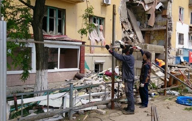 В Волгограде обрушившийся после взрыва дом обносят двухметровым забором