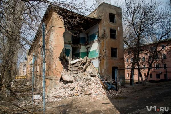 Говорят, что при обрушении здания никто не пострадал