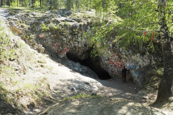 Теперь полюбоваться уникальными сводами Сугомакской пещеры можно только в сопровождении проводника