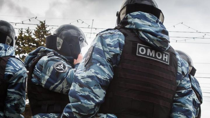 В Волжском бывший разведчик напал с ножом на омоновцев во время штурма квартиры