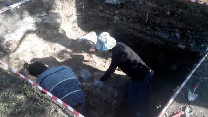 Архангельские археологи нашли фундамент беседки Грина в Петровском сквере