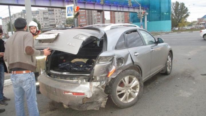 На Московском проспекте после столкновения с легковушкой разбился Infiniti