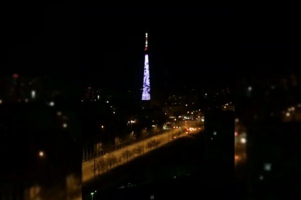 На телецентре в ночи появились световые узоры