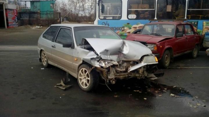 В Челябинске в столкновении двух ВАЗов пострадал ребенок