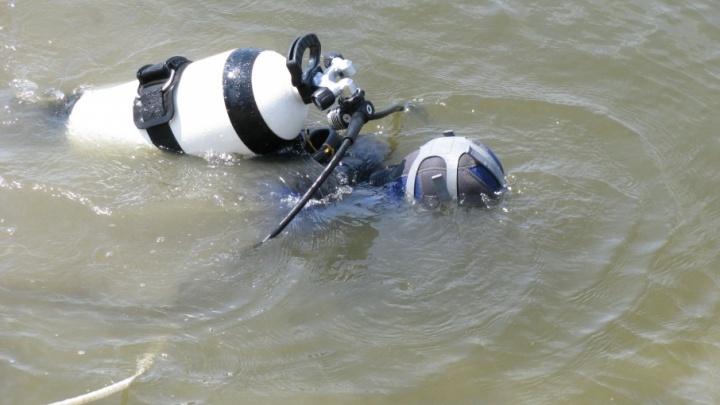 В Кировском районе Волгограда водолазы ищут в пруду тело утонувшего школьника