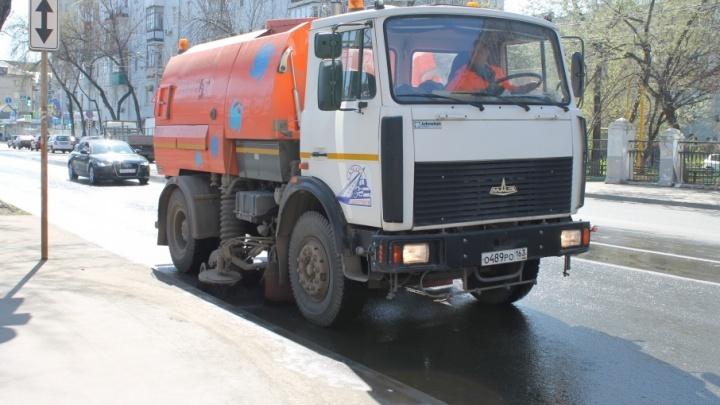 Прибить водой и смахнуть: самарские улицы пылесосят 16 спецмашин