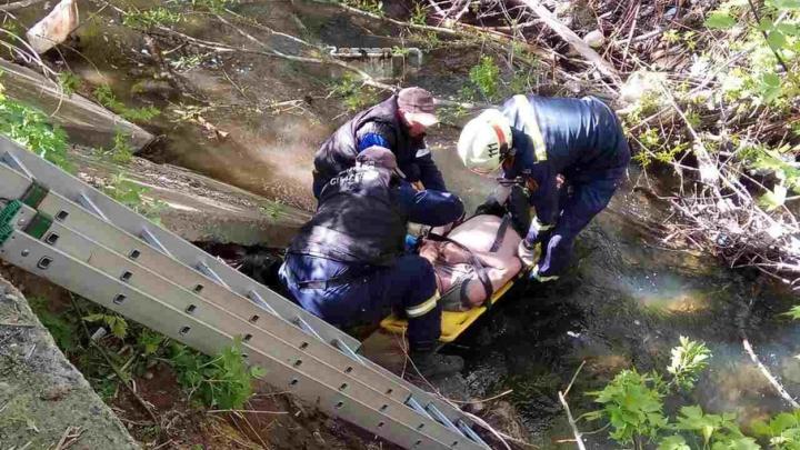 В Перми спасатели достали из реки Данилихи травмированного мужчину