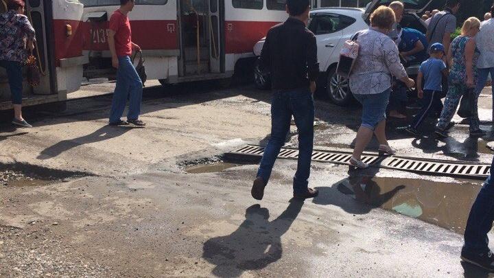 В Самаре на Советской кроссовер врезался в трамвай
