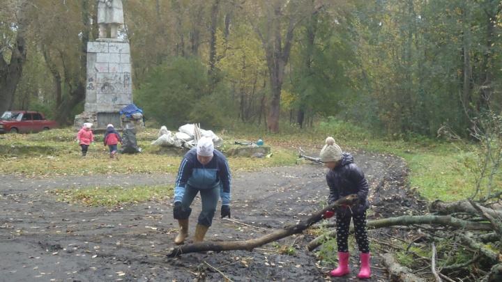 Активисты Исакогорского округа продолжают бороться за благоустройства своего парка