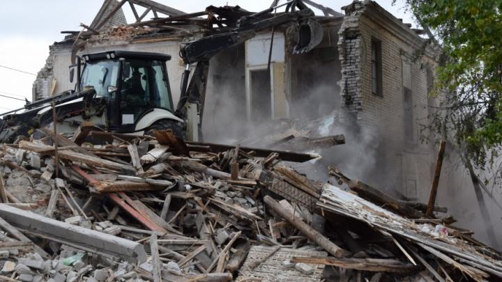 В Волгограде подходит к концу снос домов-призраков