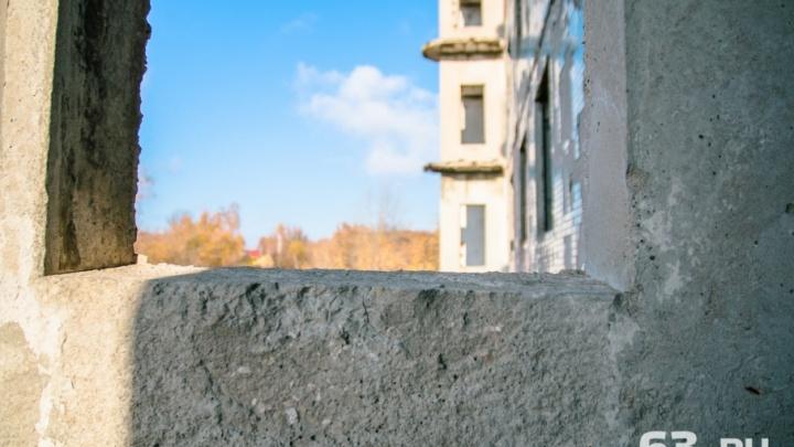 Остался без дома: в Самарской области строитель забрал деньги у покупателя и скрылся