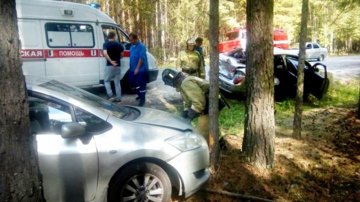 Под Тюменью пенсионер врезался в припаркованную на обочине машину