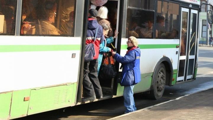 «Сейчас колёса лопнут!»: ярославцы  устроили давку в автобусе до кладбища