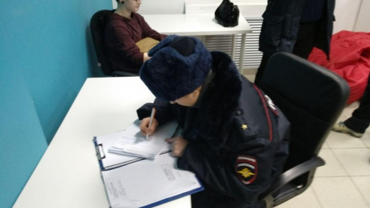 Полицейские изъяли листовки в пермском штабе Навального