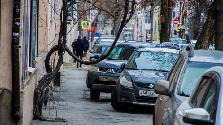 Вместо платных парковок — эвакуаторы: власти Ростова придумали, как разгрузить центр города