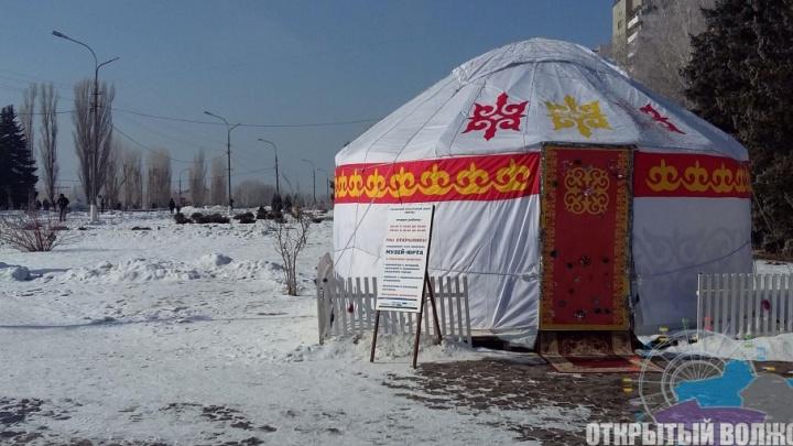 Настоящая юрта с колоритной начинкой появилась в центре Волжского