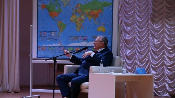«Все строители врут»:  Жириновский прокомментировал обвал парника на «Самара Арене»