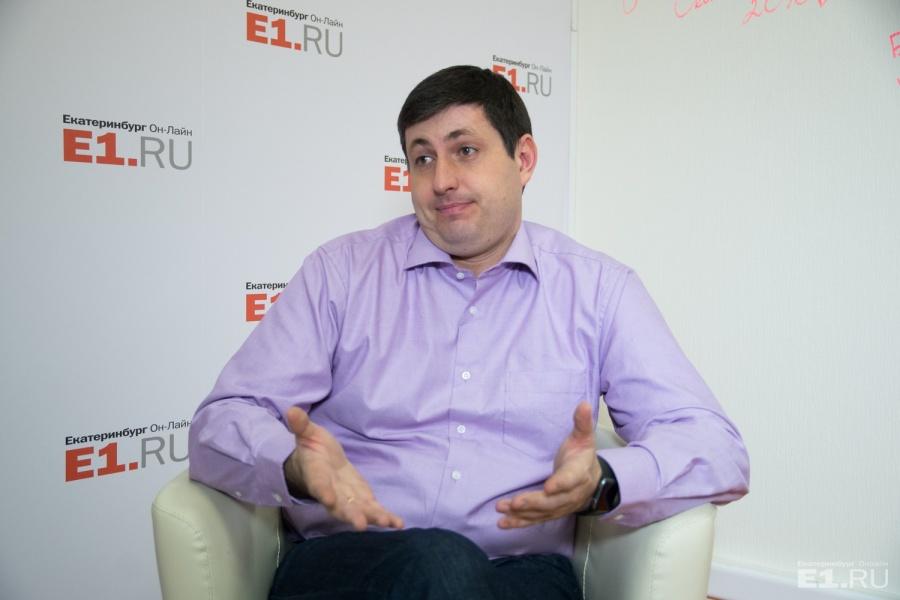 Алексей Беззуб из «РосЯмы» также конкретно подскажет, куда жаловаться на ямы.