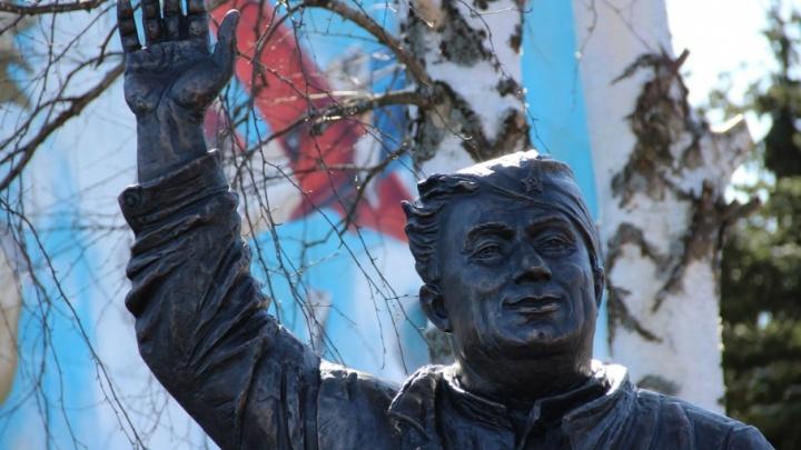 На открытии памятника «Макарычу» ярославцам покажут советские самолёты