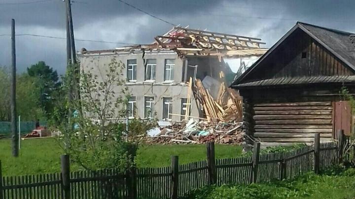 «Чиновники говорили, что она еще пять лет постоит»: в Прикамье обрушилось здание сельской школы