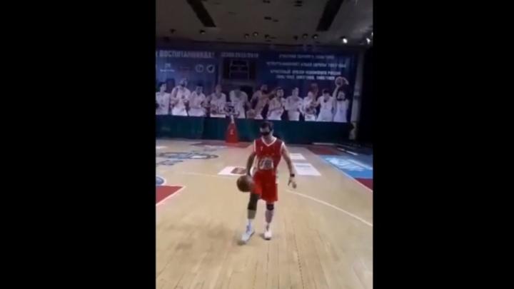 «Вызов от футболистов принят»: Дмитрий Азаров принял участие в предвыборной зарядке