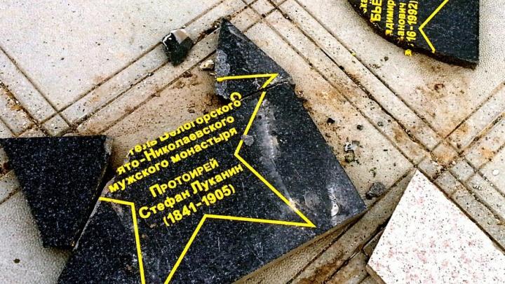 На Аллее доблести и славы в Перми меняют памятные плиты