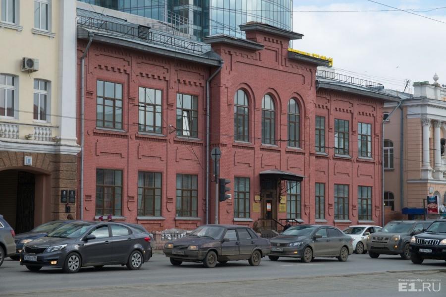 — По адресу Карла Либкнехта, 8б сейчас располагается Музей истории медицины, а изначально здесь строили училище, — пояснила Марина Елисафенко.