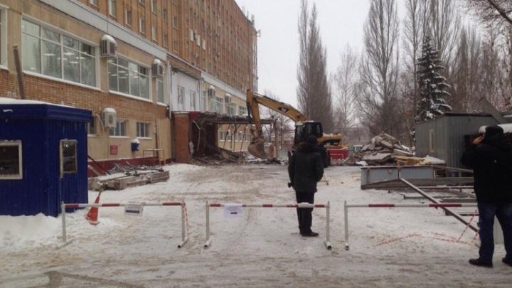 В Самаре в больнице имени Середавина начали возводить новое крыльцо