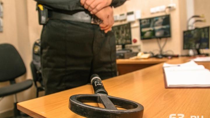Нож и штопор: в Самарской области женщина попалась в суде с оружием