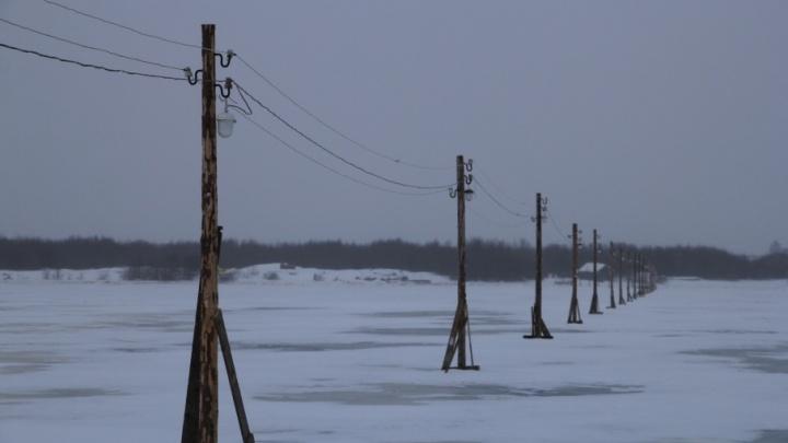 Машины уходят под лед: МЧС просит водителей не выезжать на переправы
