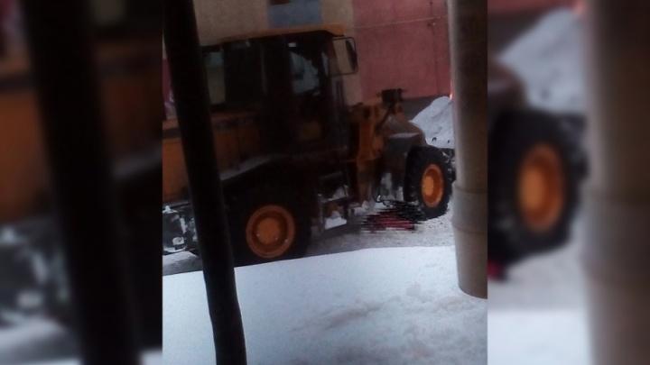 В Отрадном при уборке снега погрузчик сбил насмерть девушку