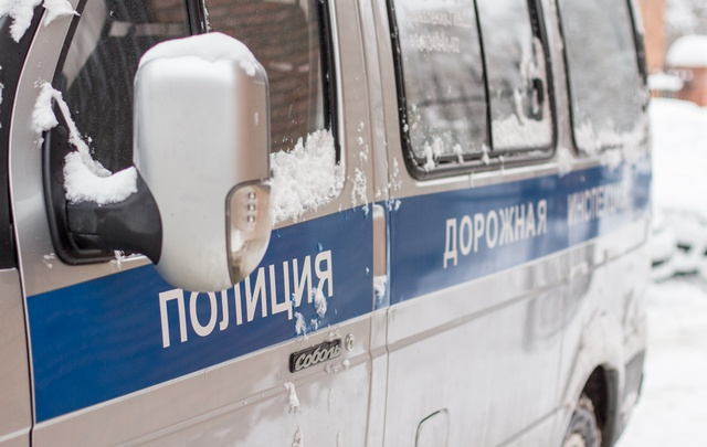 Фура протаранила дерево на трассе под Челябинском – водитель погиб