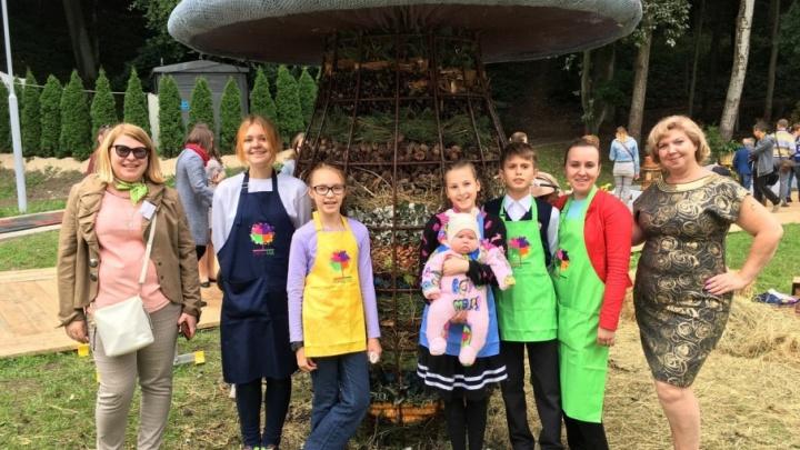 Ландшафтные дизайнеры из Ростова соорудили на международном фестивале чудо-гриб