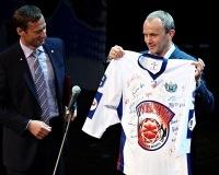 Олег Чемезов поздравил чемпионов высшей хоккейной лиги