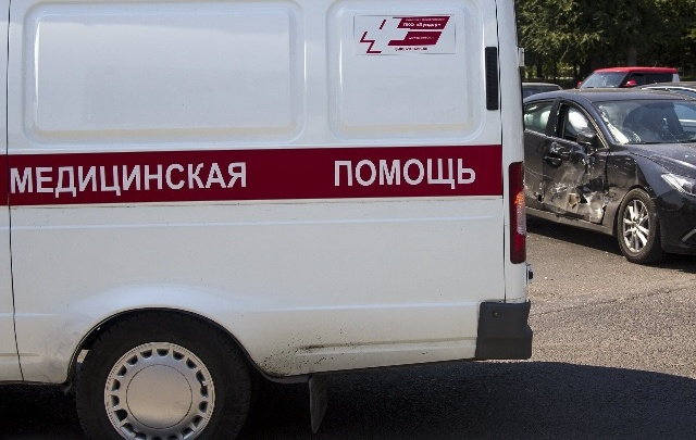 В Ростове маршрутка протаранила Ford: пострадала пассажирка