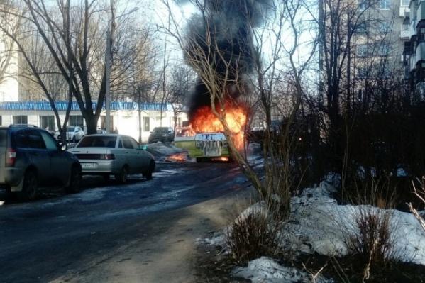 Уникальный микроавтобус сгорел за считаные минуты