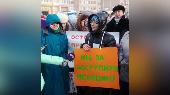 Собрали 1200 подписей: пермяки вышли на пикет против закрытия поликлиники на Домостроительной, 2