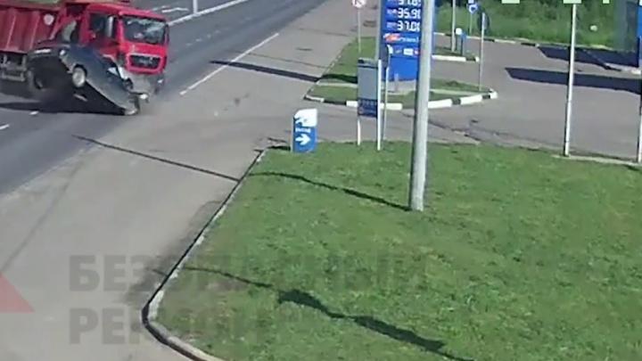 Водитель грузовика, устроивший смертельное ДТП в Брагино, пойдет под суд