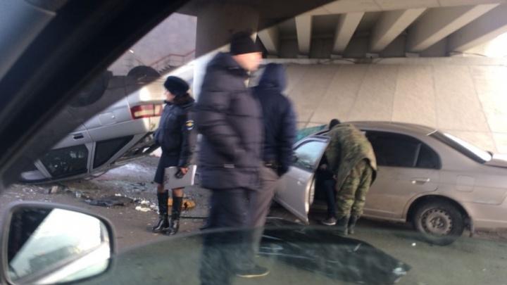 Лоб в лоб: в ДТП под Ростовом один человек погиб и четверо пострадали