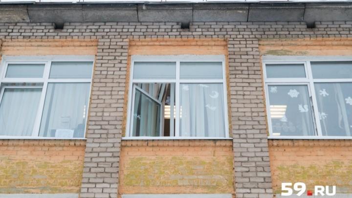 «Закрыла детей руками»: ученик пермской школы рассказал, как учительница спасала его одноклассников